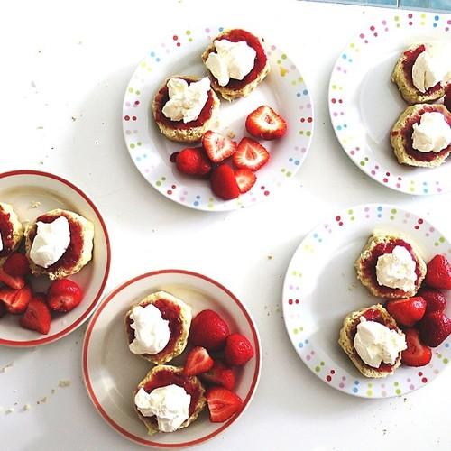 scones cream strawberries jam