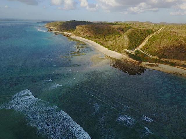 Foto udara pantai Surga di Lombok, sumber ig @ekassunrise