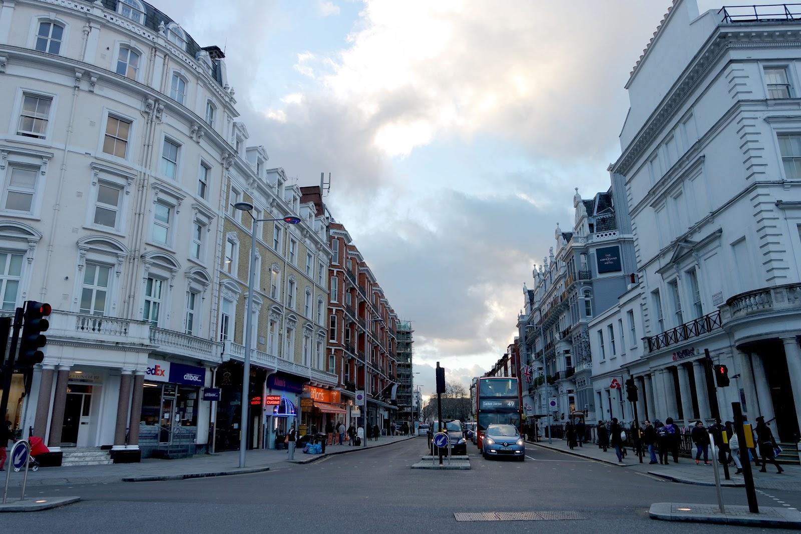 South Kensington Station, South Kensington, London, Londres, vlog, blog, travel, travelling, london streets, french,