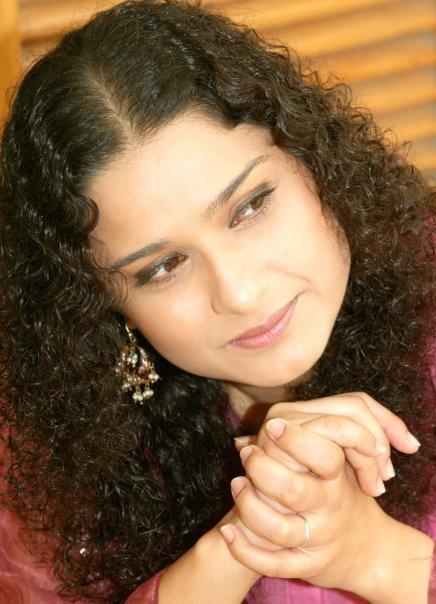 Bold & beautiful Sania Saeed
