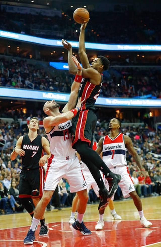 Miami Heat vence e permanece vivo na luta pelos playoffs