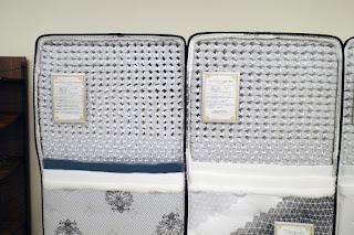 左:アンネルベッド スタープラチナ シグマネオP1050 右:アンネルベッド ピアノマイクロ 3ZNR P900