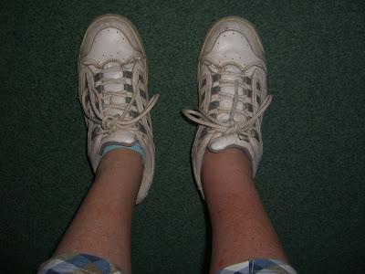 Mijn dikke been na een wespensteek.