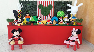 http://farolitadecoracoes.blogspot.com.br/search/label/mesa%20Disney%20muro%20ingl%C3%AAs