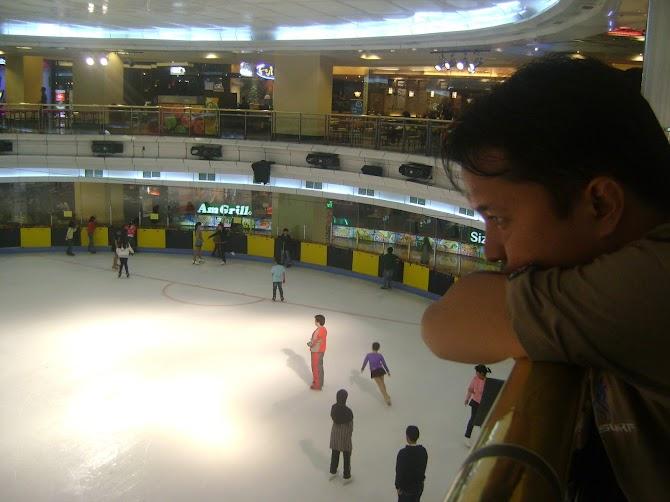ICE SKATING (Seluncuran ES)