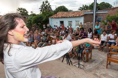 Espetáculo teatral leva arte às ruas de Santo Inácio em Gentio do Ouro