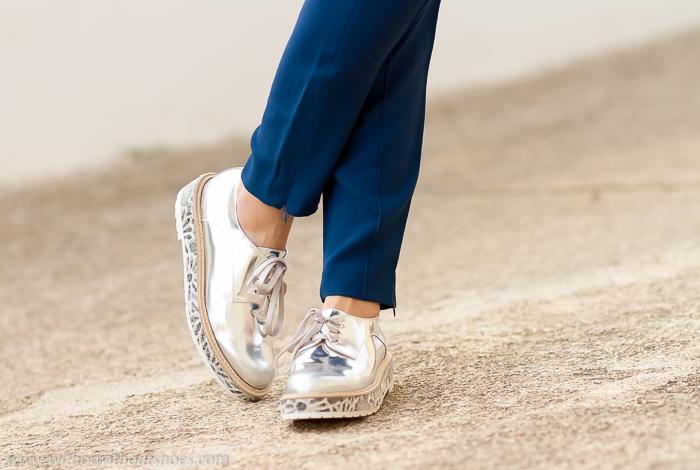 ideas de looks con estilo chic con zapatos comodos