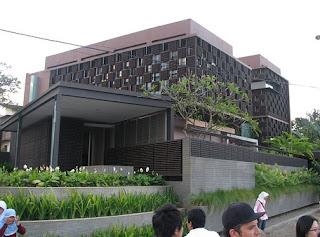 Rumah Botol Ridwan Kamil.