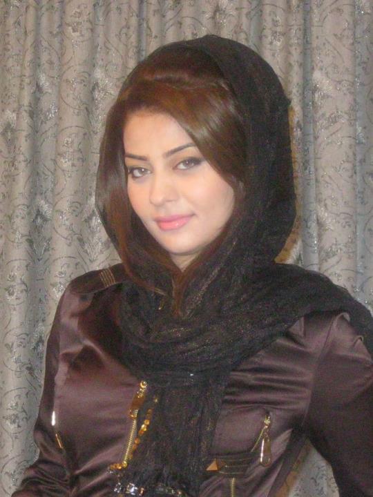 Newly married uk paki girl heena khan blowjob - 1 part 1