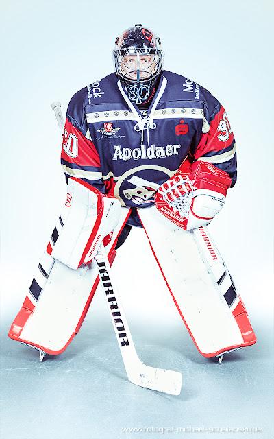 Portrait Eishockeyspieler Torhüter der Black Dragons Erfurt von Fotograf Michael Schalansky
