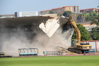 Derribo de la tribuna de la ciudad deportiva San Vicente