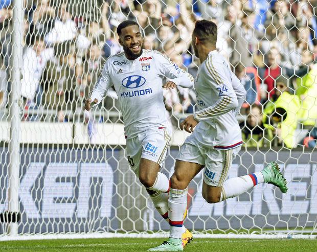Lacazette et les joueur de Lyon s'imposent 4-1 contre Caen