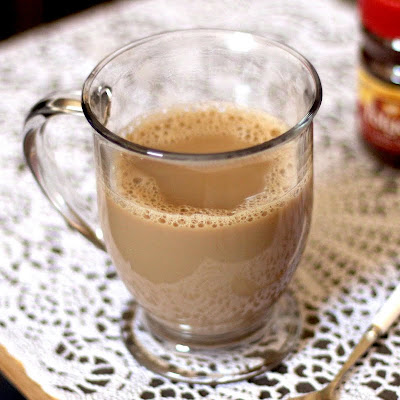 This Healthy Homemade Coffee Creamer makes your coffee sweet and creamy, but without the added oils, sugars, trans fats, and artificial ingredients!