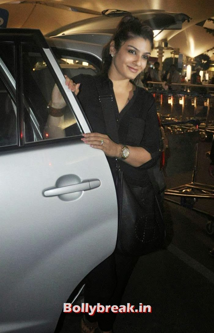 Raveena Tandon, New Year Celebrations: Various Celebs Snapped at Airport