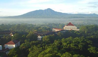 INI KAMPUS PALING ANGKER DAN BERHANTU DI INDONESIA
