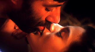 Amisha Patel Lip Kiss By Sunny Deol In Movie Gadar Ek Prem Katha