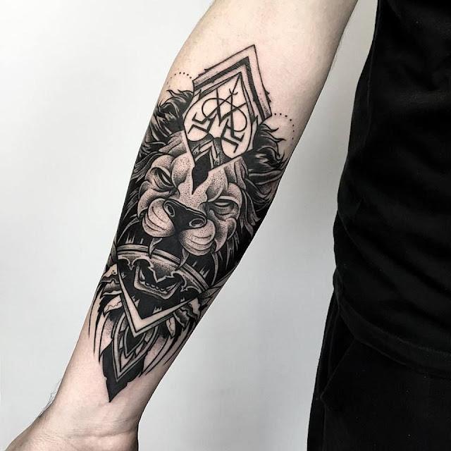 Tatuagem leão Blackwork