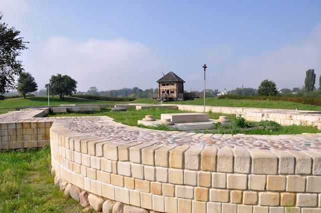 Kalisz Zawodzie - skansen archeologiczny grodzisko - kolegiata św. Pawła