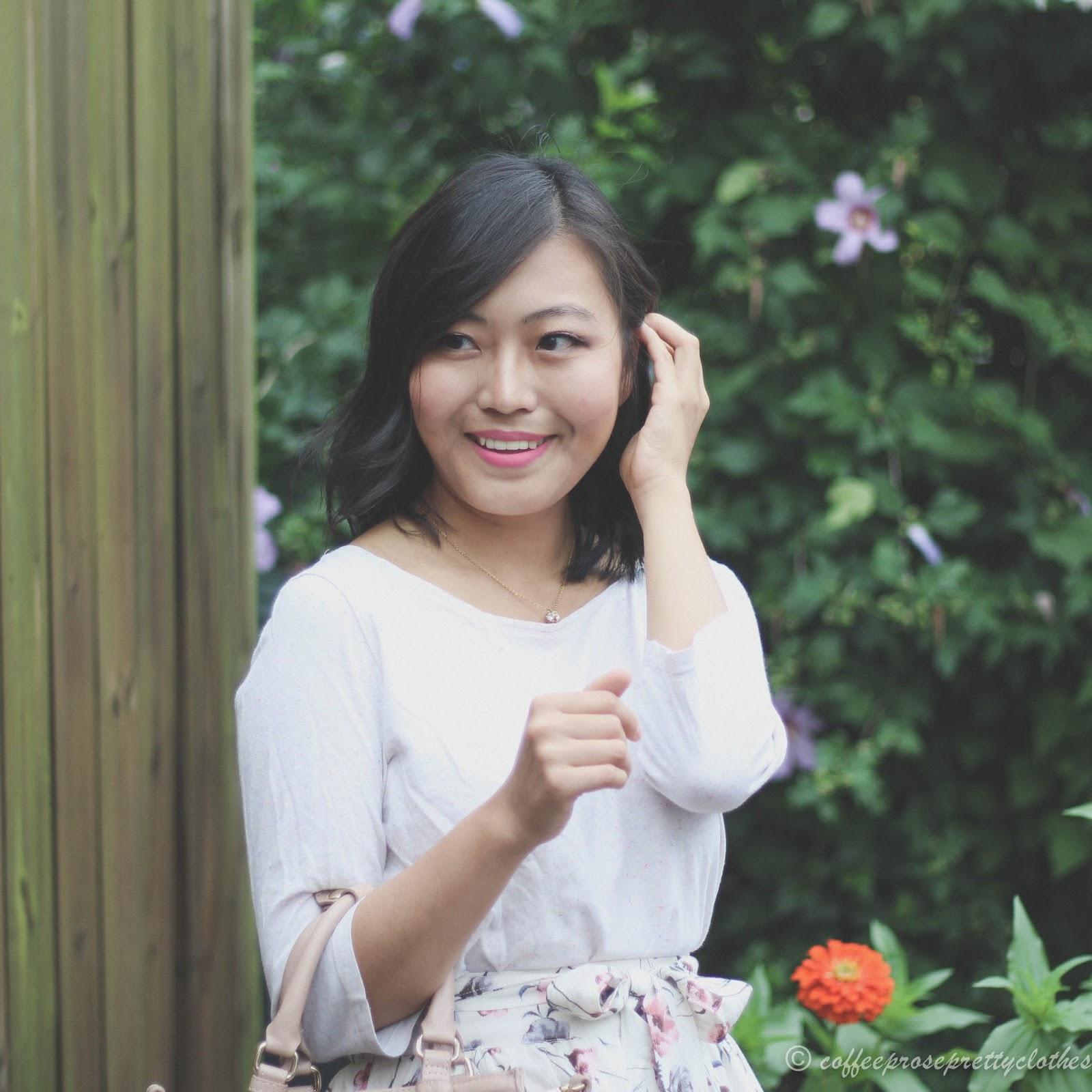 Flowers, fashion blogger