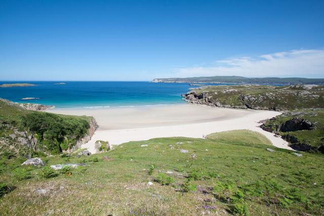Spiaggia bianca nel nord della Scozia