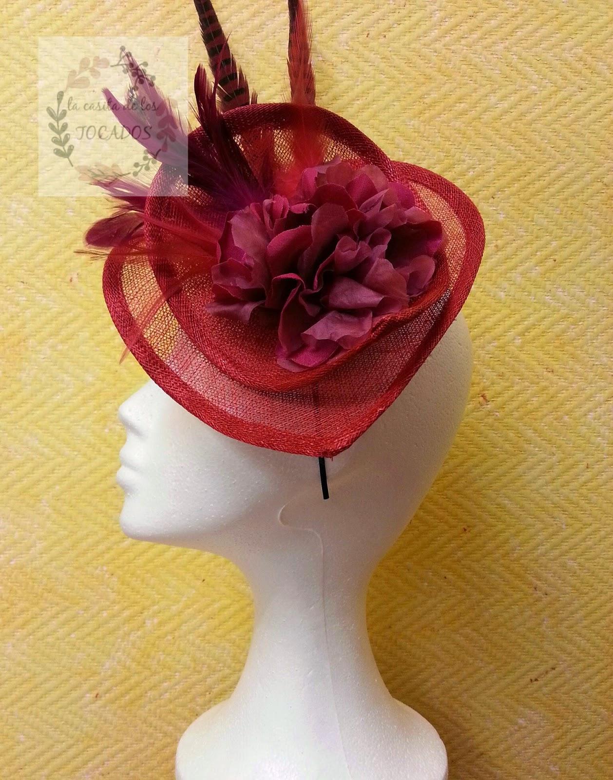 tocado rojo y buganvilla artesanal para boda con plumas de faisán