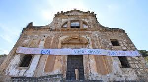 ... Emma Dante in cerca di un luogo dove poter lavorare stabilmente si  imbattè nella fatiscente chiesa sconsacrata di San Ciro 693383b20c7