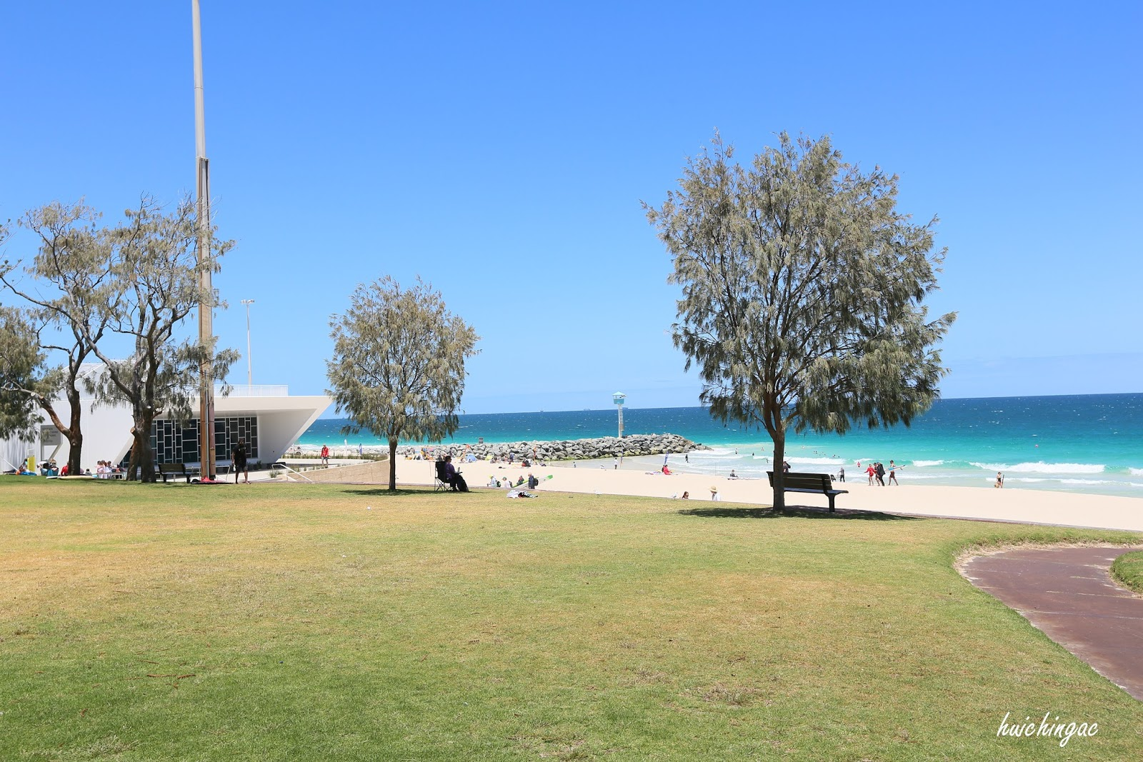Beautiful Clear Water Sandy Beach Surfers Paradise City Is Por With Locals It S The Best To Seek Out Local Sporting Teams Training In