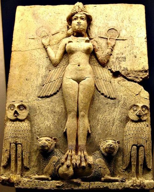 """Representación de Inanna/Ishtar conocida como """"Relieve Burney: La Reina de la Noche"""". (Siglos XIX-XVIII a. C.). Museo Británico de Londres, Inglaterra."""