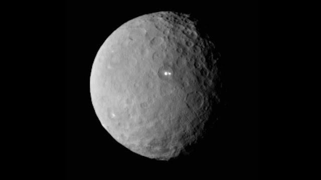 NASA descubre volcán de hielo y agua en Ceres