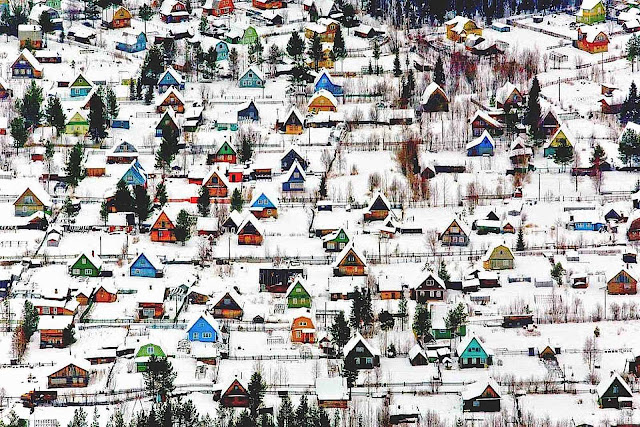 a winter neighborhood in Russia, photograph