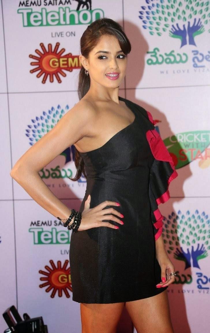 Asmita Sood Photos, Asmita Sood Sexy Photos in Hot Black Dress Without sleeve