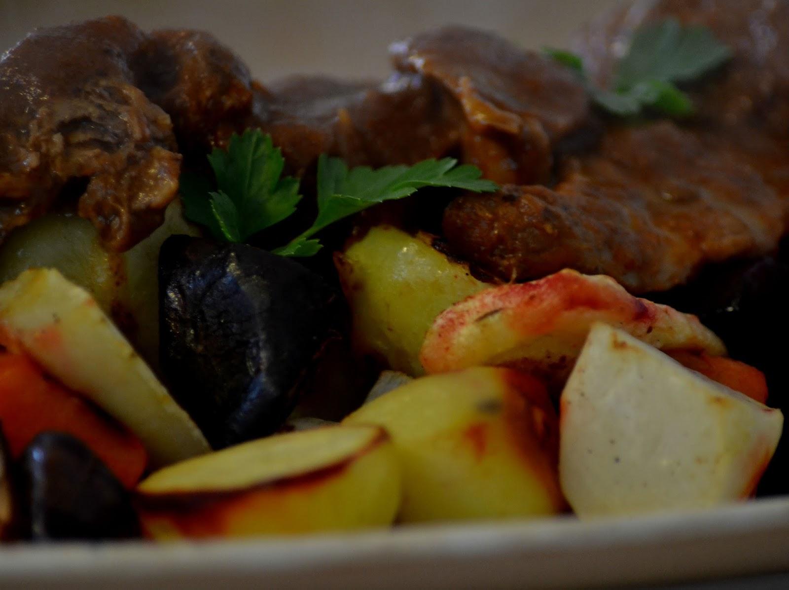 Stoofpot: Lamsvlees in tomatensaus met harissa en kaneel