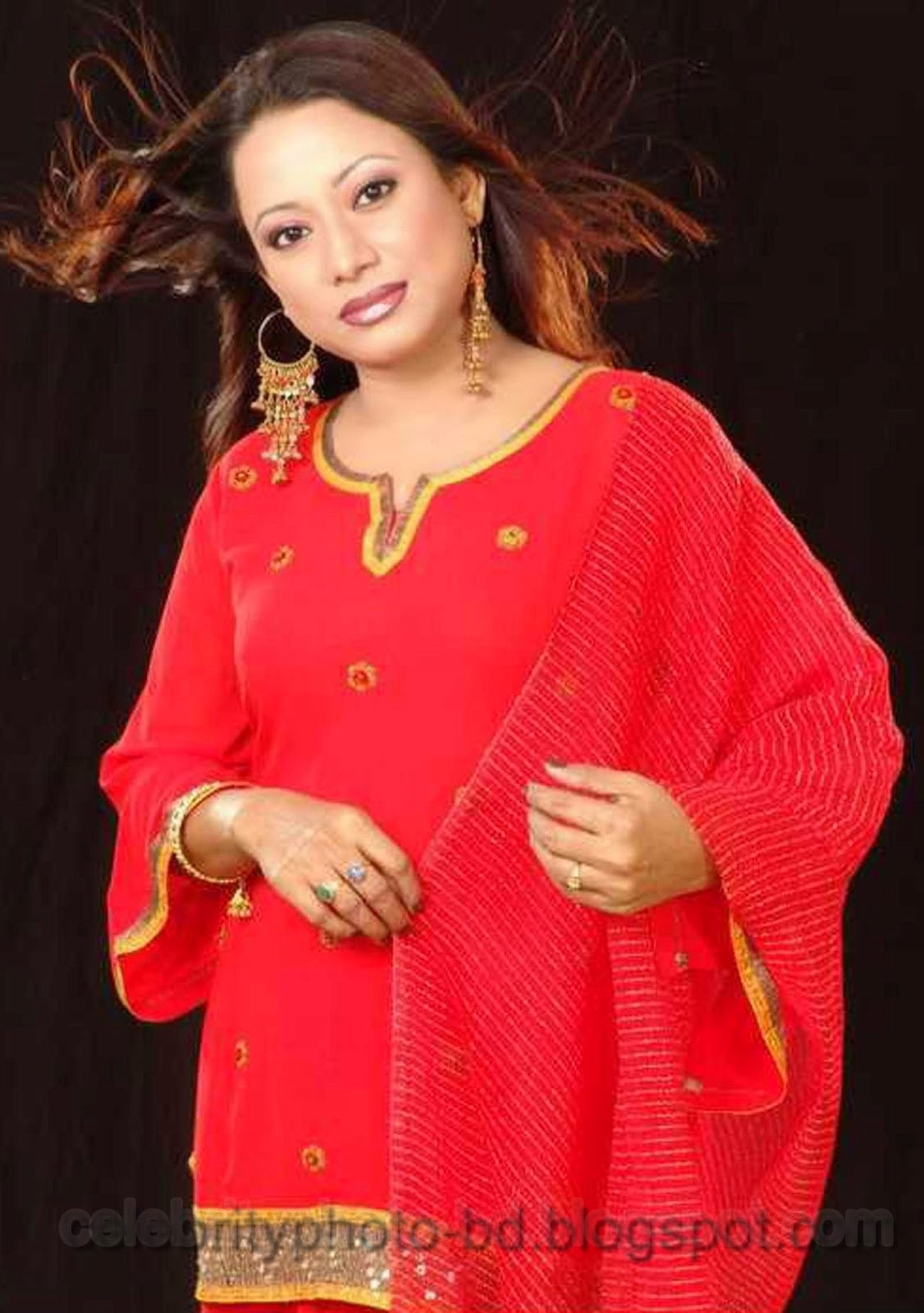 Beautiful Singer Alam Ara Minu's Latest Hot Photos Collection With Short Biography