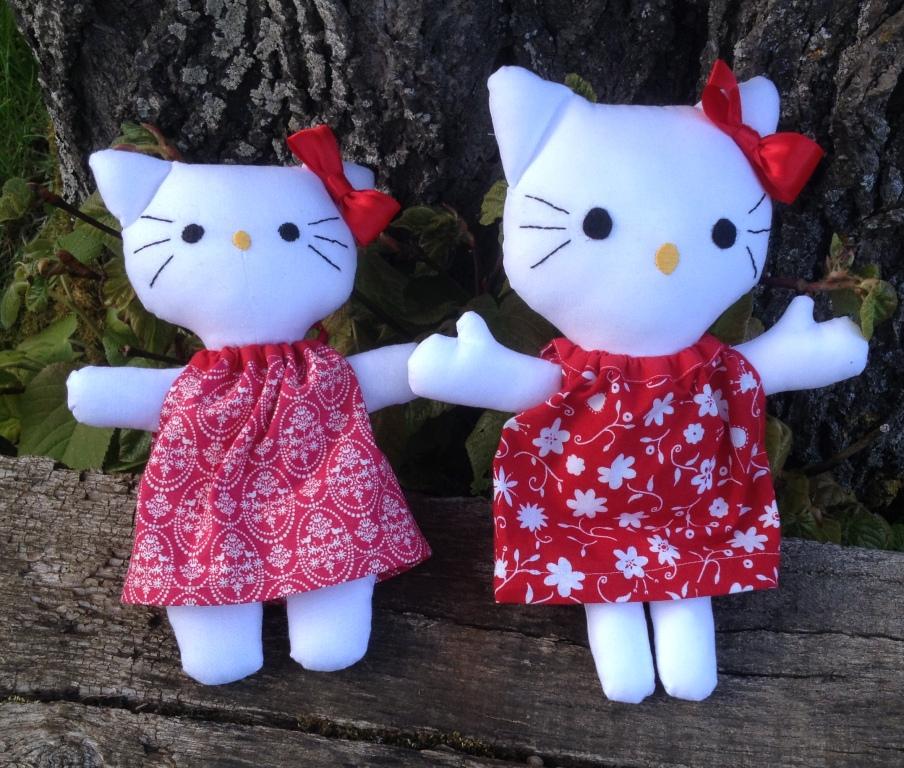 La petite maison de sylvie hello kitty en tissu - Maison de poupee hello kitty ...