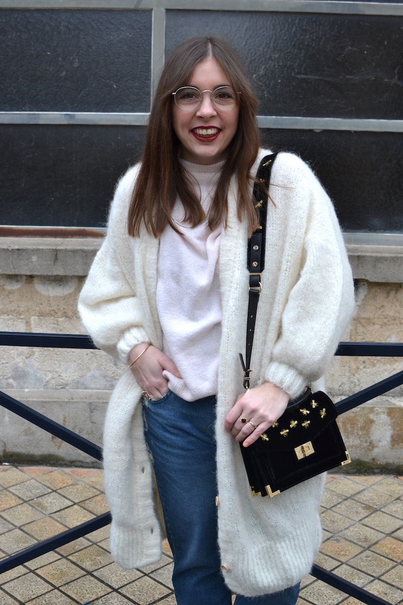 gilet long blanc American Vintage, jean pulland Bear, sac emily The Kooples