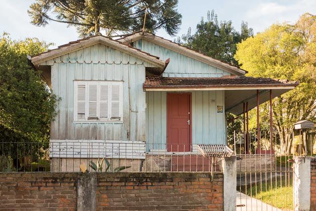 Outra casa de madeira no Campina do Siqueira