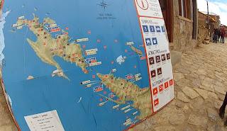 Mapa da ilha logo na entrada da Ilha do Sol.