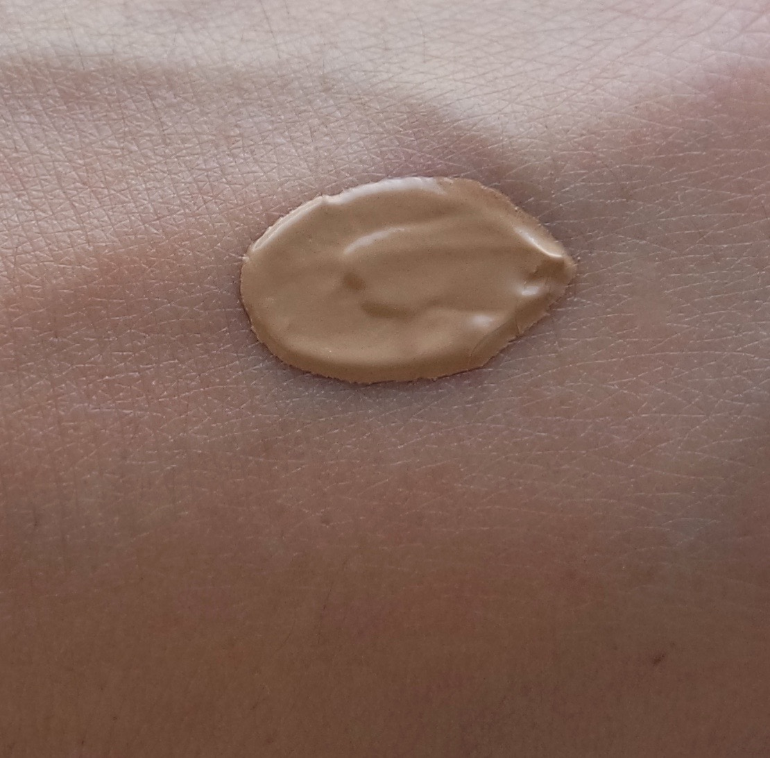 Ex1 Cosmetics Invisiwear Liquid Foundation close up