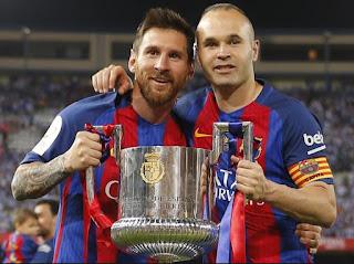 Messi e Iniesta sujetan la Copa del Rey obtenida por el Barça en la tempoarada 2016/2017