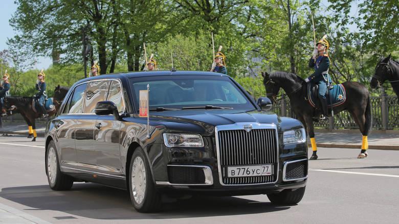 Για πρώτη φορά o Πούτιν προτίμησε ένα νέο ρωσικό μοντέλο λιμουζίνας, εγκαταλείποντας τα εισαγόμενα οχήματα που χρησιμοποιούσε μέχρι πρότινος...