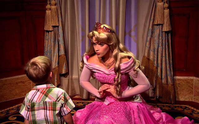 onde encontrar a princesa Aurora nos parques da Disney