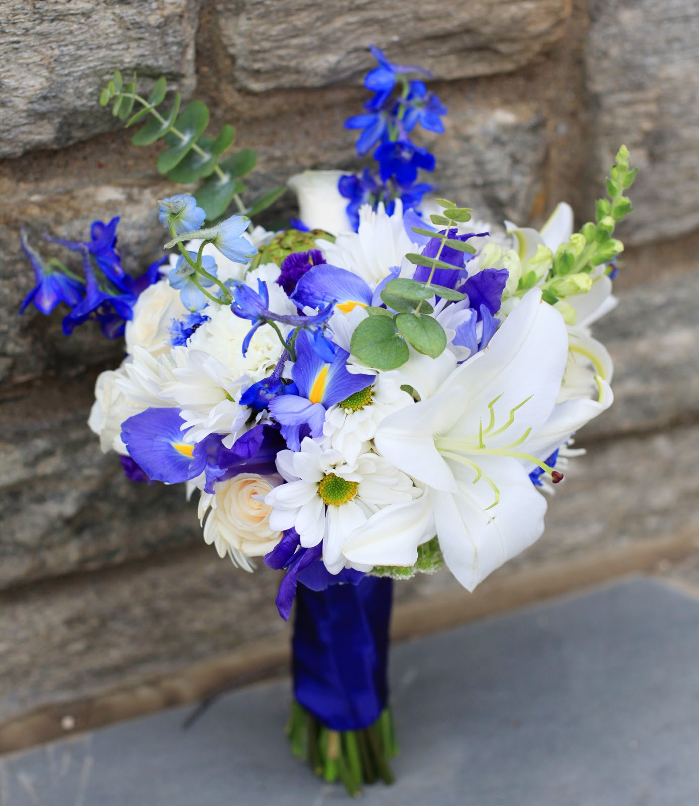Blue And White Flowers For Weddings: BonnieProjects: DIY Blue And White Bouquets And Boutonnieres