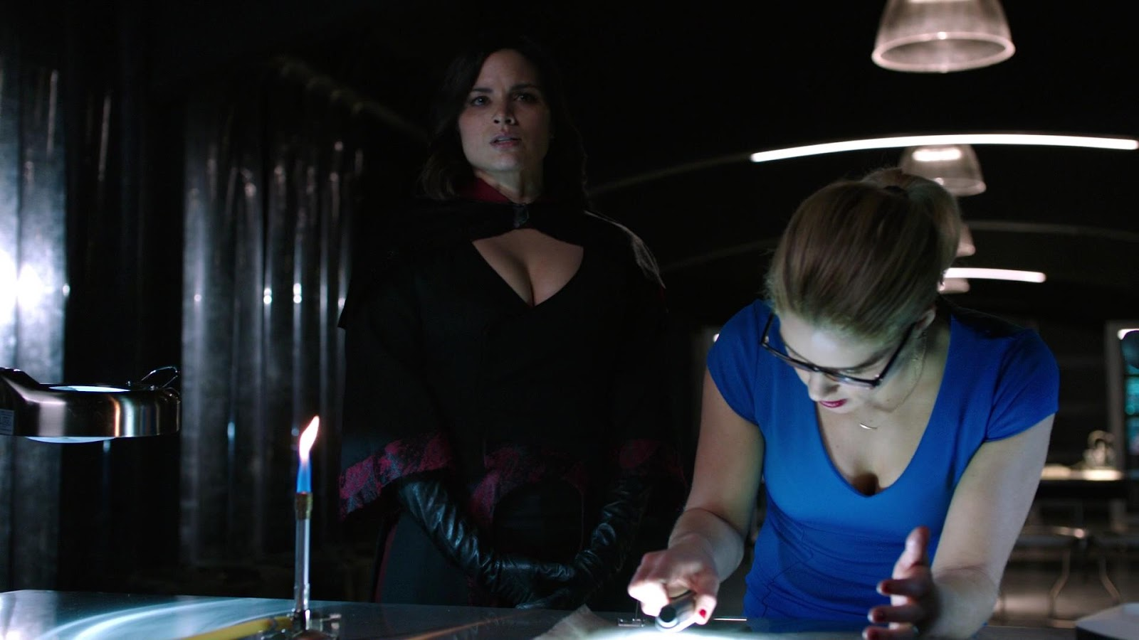 8a5018d9 Felicity figures out how to open the cube but gives the honors of actually  doing it to Thea. I did like Roy chiming in with the last number – he says  he ...