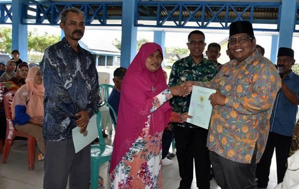 Nelayan Pasir Baru Terima Alat Tangkap dan Pengolahan Ikan