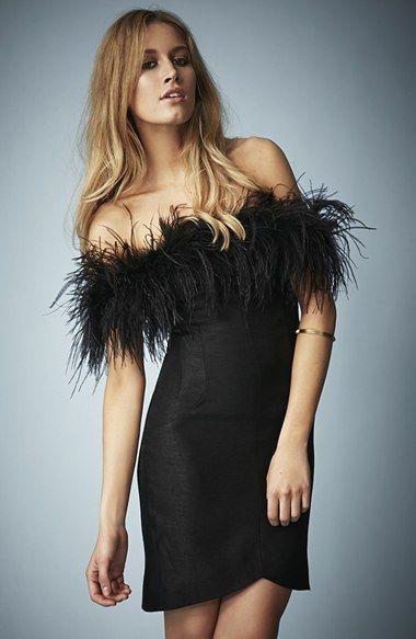 Vestido com plumas preto para convidadas