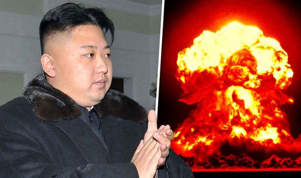 """Donald Trump relutantemente descreve Kim Jong-un como """"homem-foguete"""", em reconhecimento da maestria do líder na ciência balística."""