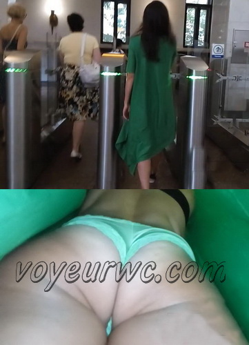 Upskirts 3467-3484 (Upskirts Voyeur Escalator - Upskirts clips with babes in short dresses)