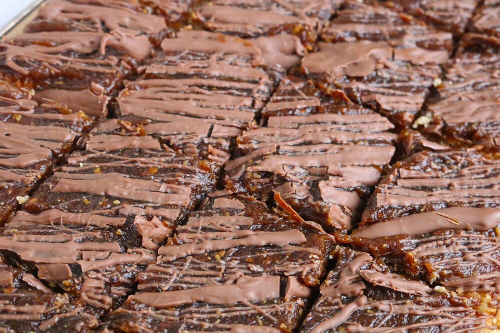 Raw Date Caramel Gluten Free Chocolate Chip Oat Bars   Hungry Little Bear