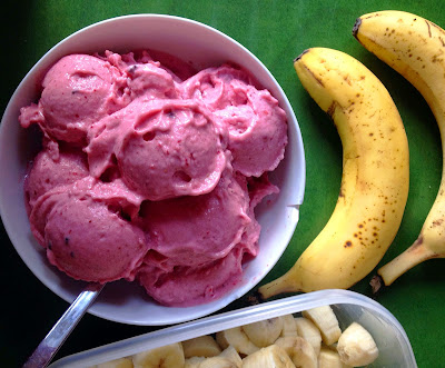 http://be-alice.blogspot.com/2015/07/strawberry-ice-cream-dream-raw-vegan.html