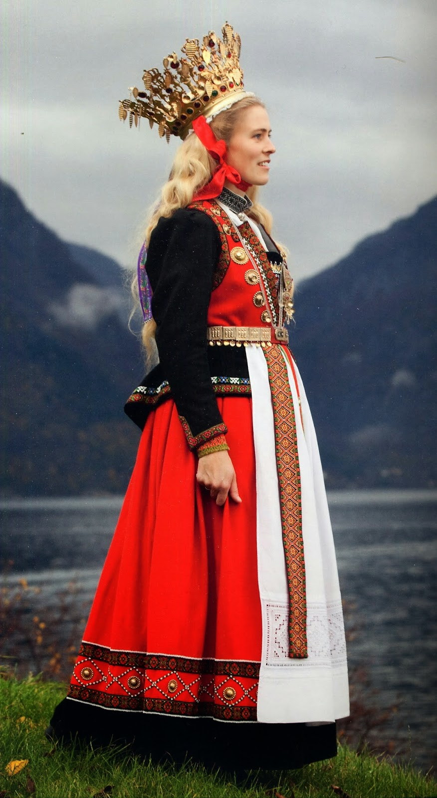 Traditional Norwegian Costume Source Wedding Outfits From Various Traditions Around The Globe Scooplane